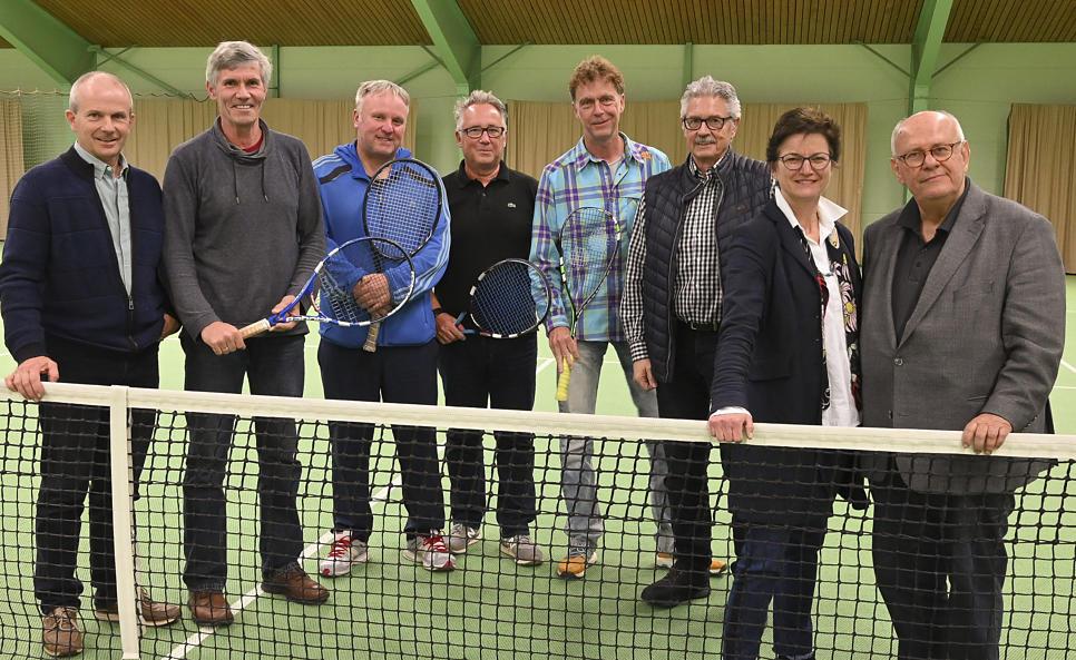 Gruppenbild Tennishalle